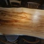 【一枚板】樹齢200年広葉樹から出来たテーブルのかっこよさ