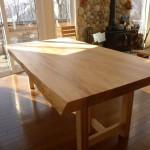 大きな栃の一枚板テーブルをお届けしました。