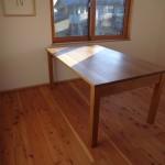 【松葉屋】シンプルなテーブル