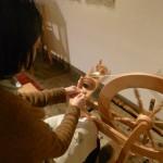 冬の暮らし 糸紡ぎ