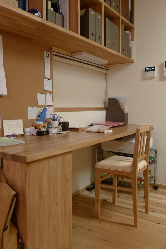 松葉屋の栗の小椅子とカウンター