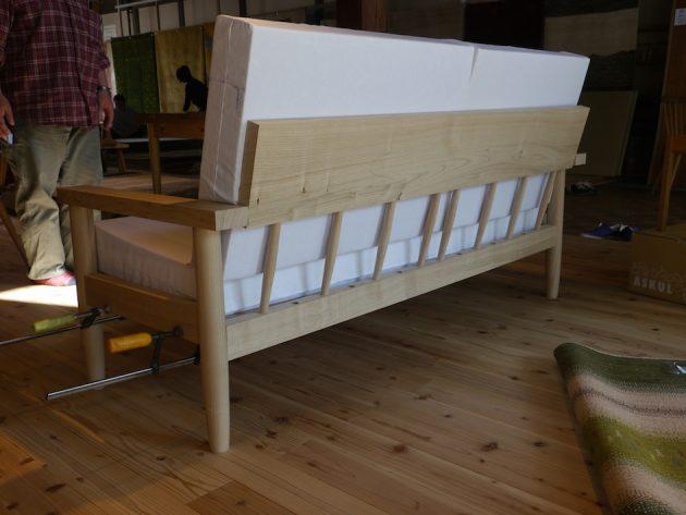 松葉屋の新企画 ソファ 一枚板の背もたれ