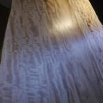 美しい「栃(とち)」一枚板のリップルマーク(さざ波模様)