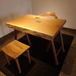 松葉屋が集めた木の椅子 どの椅子を選びますか?