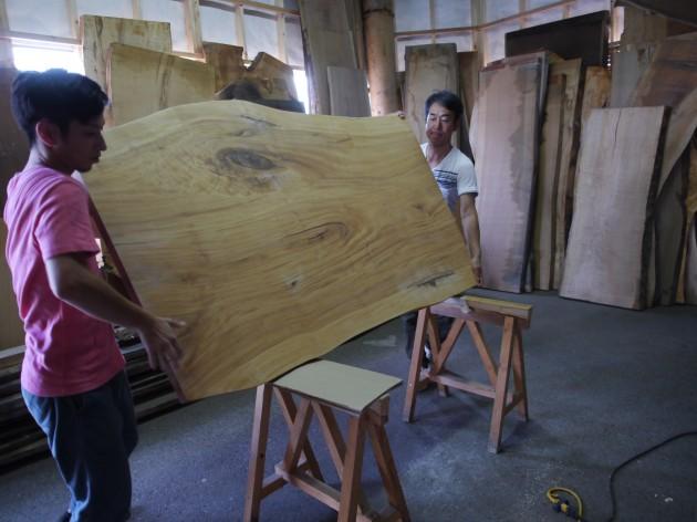 松葉屋家具店 一枚板