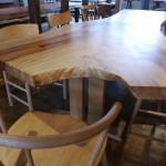 【広葉樹の一枚板テーブル】座りたい場所