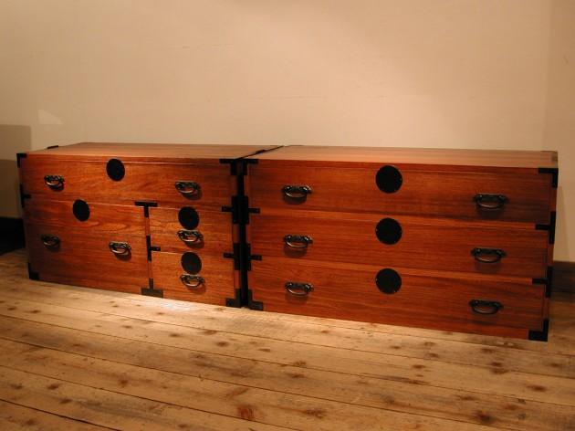 オーダー家具 古い箪笥を模して、多様に使える収納を作りました。