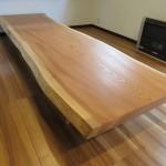 欅(ケヤキ)の一枚板テーブルをお届けしました。