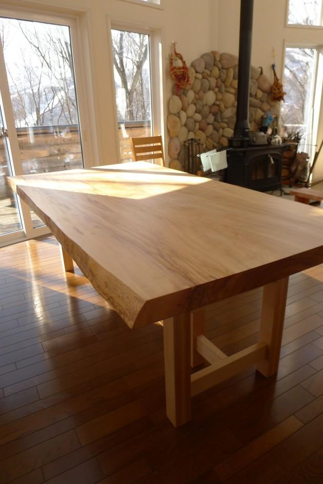 白馬H様邸栃一枚板テーブル2