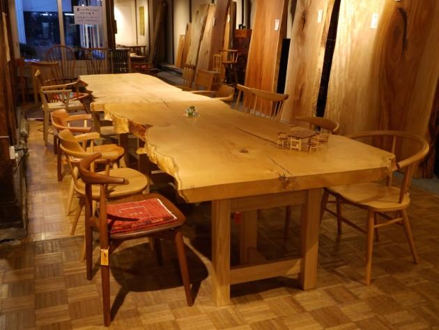 大きな栗の一枚板テーブル