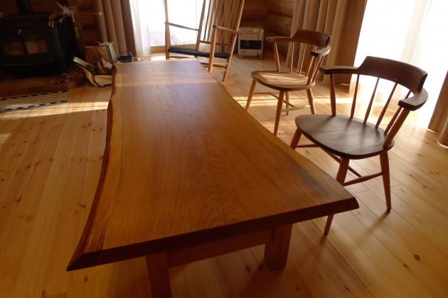 松葉屋 楢のテーブルと気持の良い椅子