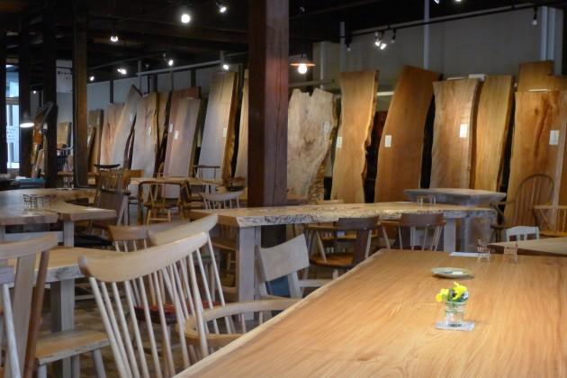 松葉屋広葉樹一枚板テーブル展P1030109