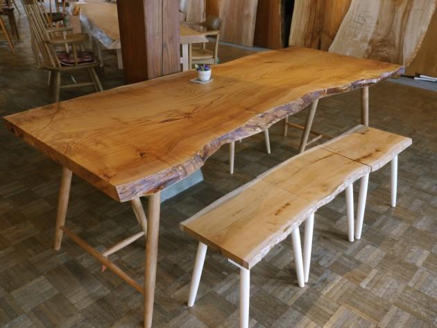 松葉屋一枚板テーブル 山桜と上溝桜のスツール