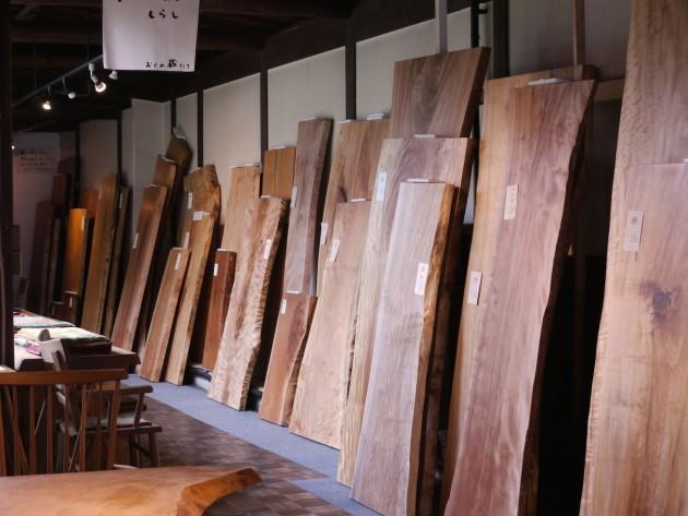 2016夏 広葉樹一枚板テーブル展廊下