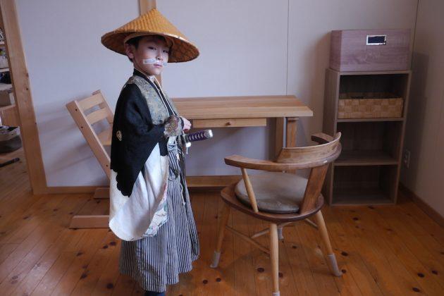 桜の学習机と小さい殿様 記念撮影