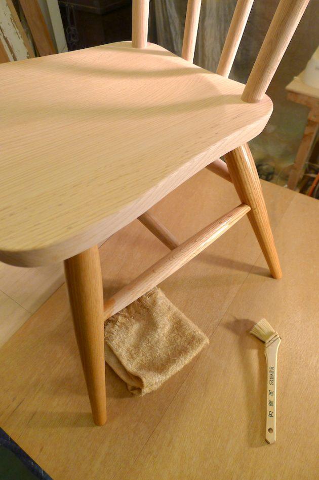 えごま油で椅子の塗装1